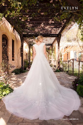 Evelyn Bridal 17564AV