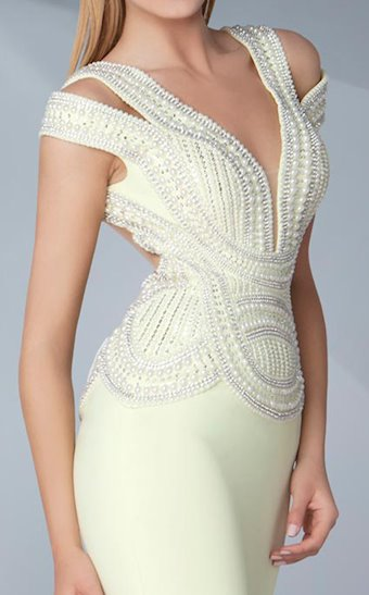 MNM Couture G0574
