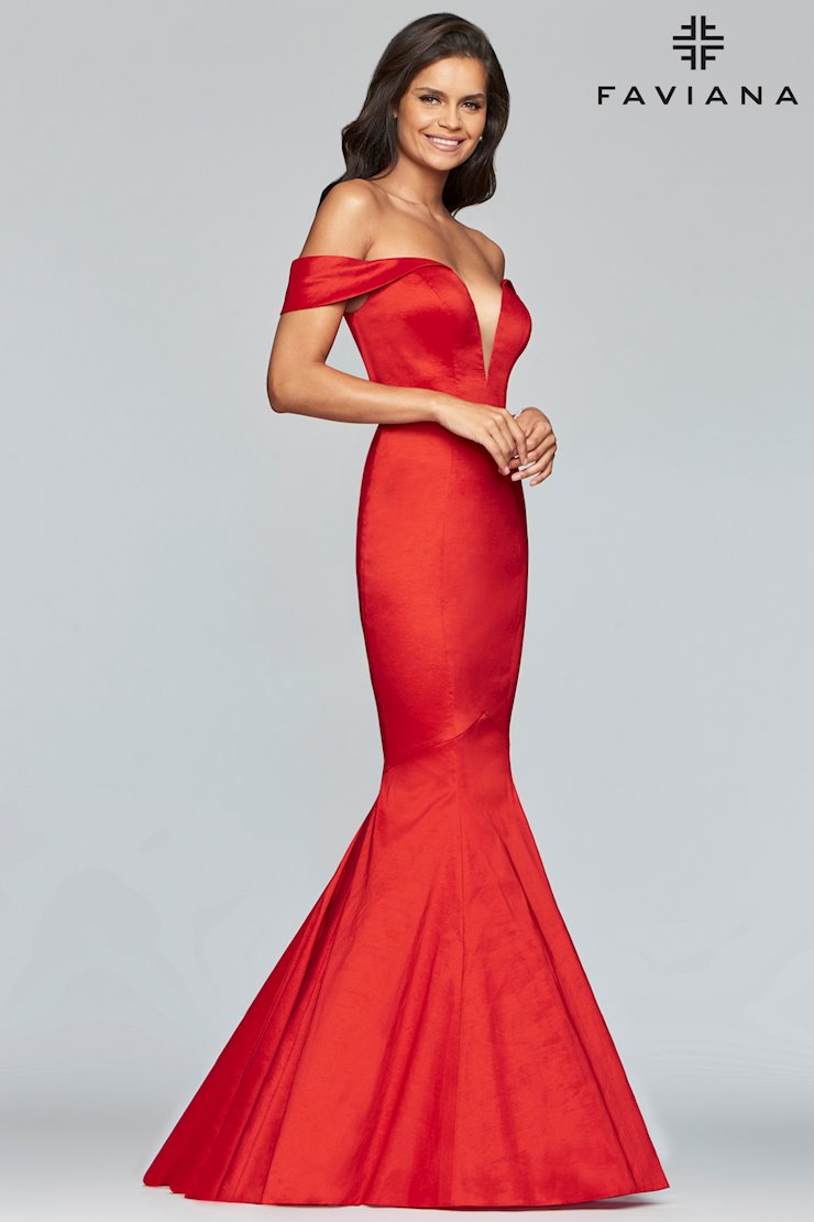 5ced9d3bbab Elegant   Sophisticated Prom Dresses   Evening Gowns