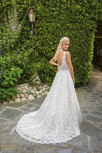 Casablanca Bridal Liliana