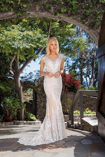 Casablanca Bridal Aubrey