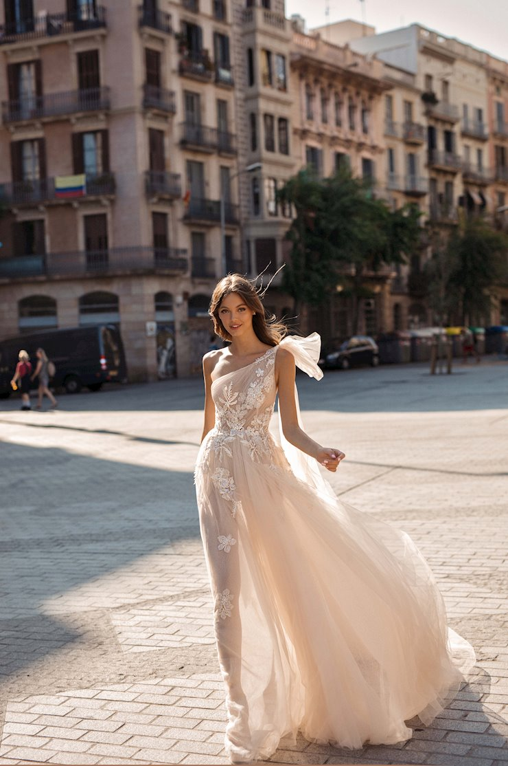 MUSE by Berta Style #Dionne Image