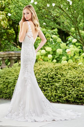 Feminine Trumpet Gown with Sequin Embroidery