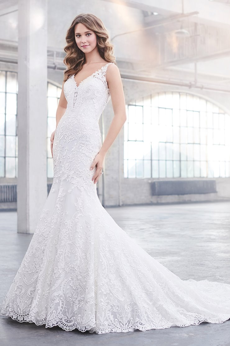 Donna Stunning Sleeveless Trumpet Gown with V-Neckline