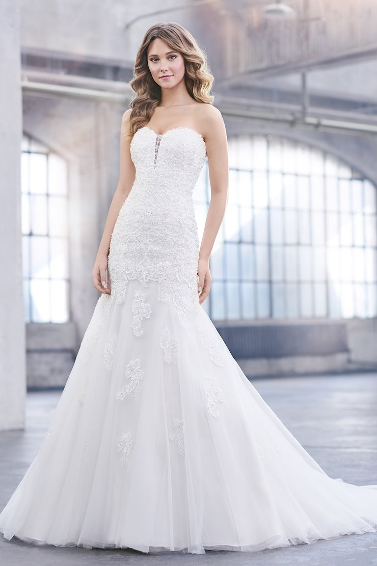 Beryl Exquisite Strapless Lace Trumpet Gown with Detachable Straps