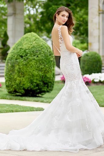 Aria Eye-Catching Sleeveless Tulle Trumpet Gown