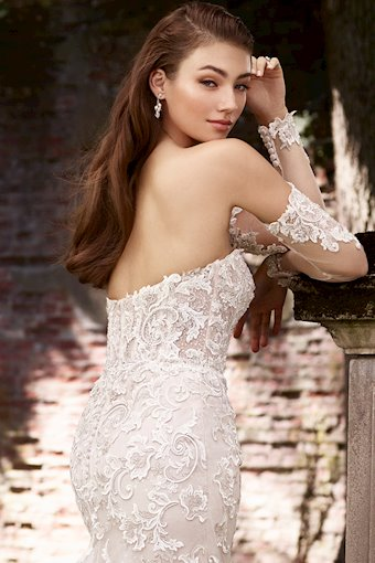 Elegant Lace and Tulle Gauntlet Sleeves