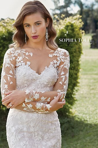 Sophia Tolli Leona