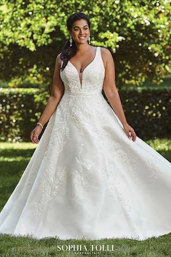 Classic A-Line Wedding Gown with Pockets Natalie