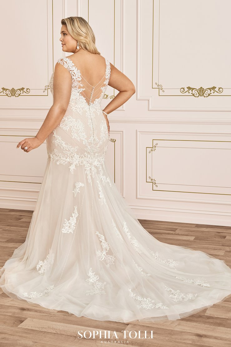Statement-Making Fit and Flare Wedding Gown Tiarn