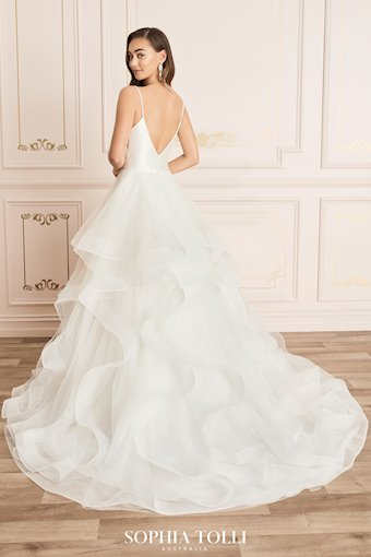 Simple Romantic Tiered Tulle Ballgown Caterina