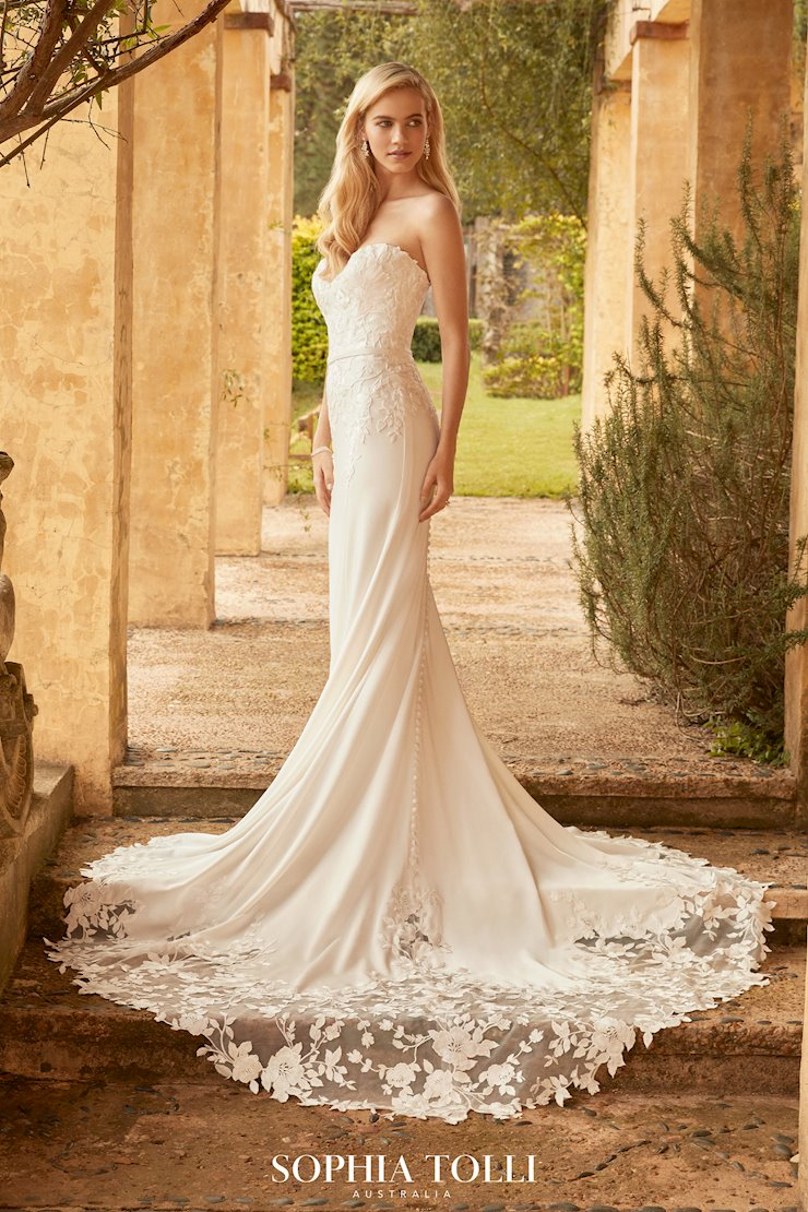 Chic Crepe Wedding Gown with Lace Train Pippa