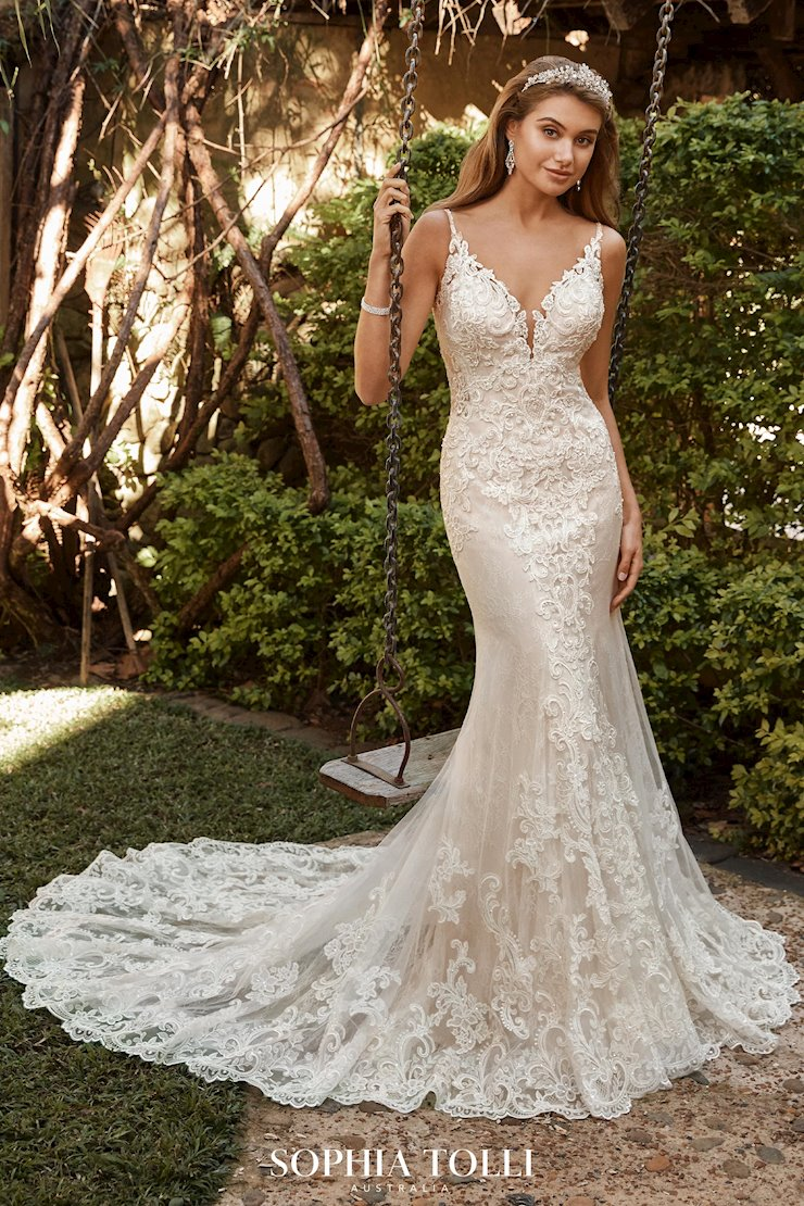 Glamorous Vintage Lace Wedding Gown Hailey