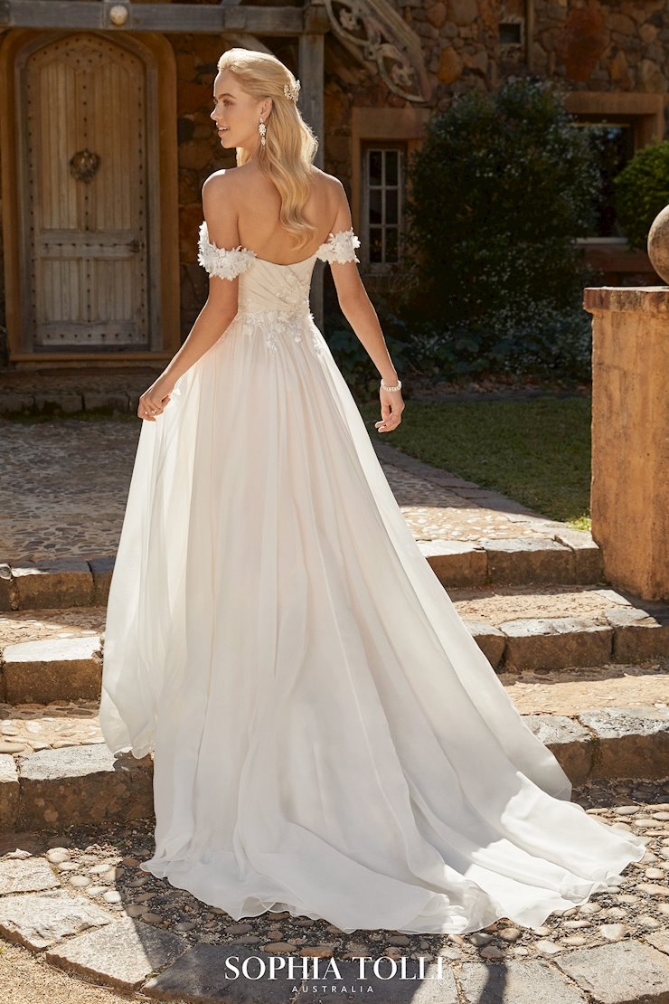 Sophia Tolli Esther Image