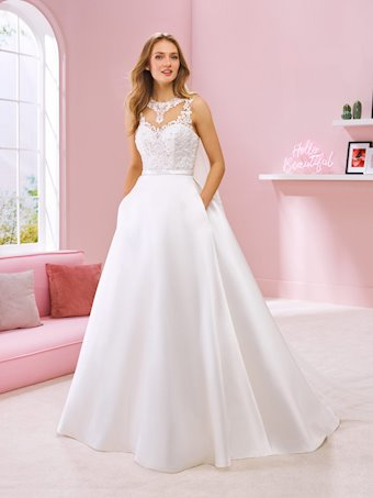 White One Style #RAVEENA