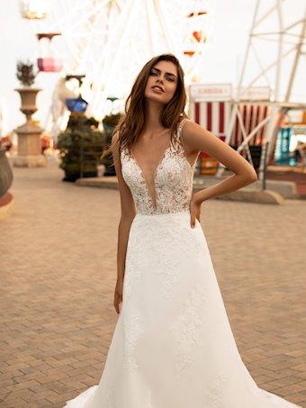 White One Style #selena