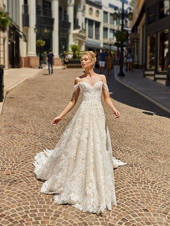 Val Stefani Style D8226