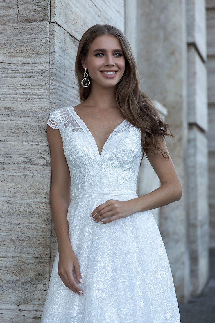 Monica Loretti Style #8136