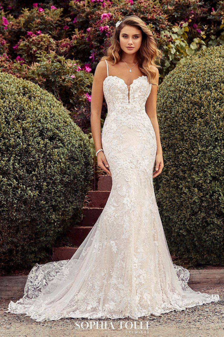 Show-Stopping Two-Piece Lace Wedding Dress Helena