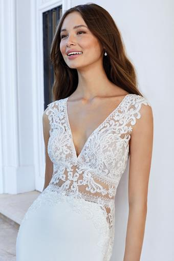 Adore by Justin Alexander style 11105