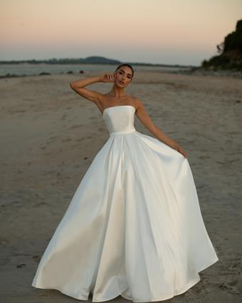 Ultimate Bride Style #Ashley Lauren 1897