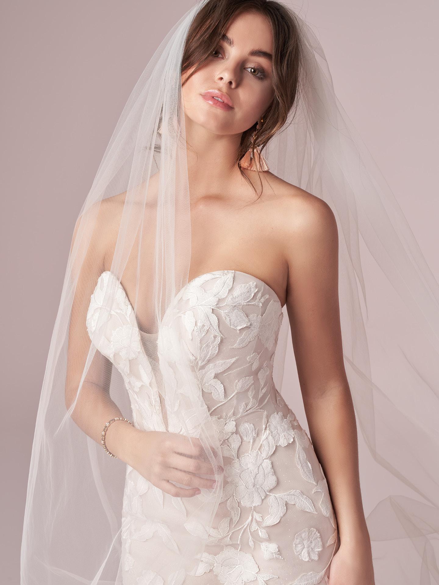 Rebecca Ingram Hattie Sample Wedding Dress Save 24%