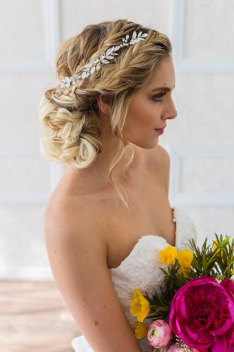 Brides and Hairpins MONROE HALO