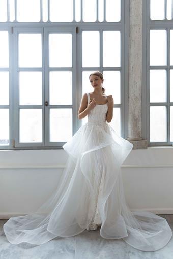 Daria Karlozi Style #Majesty