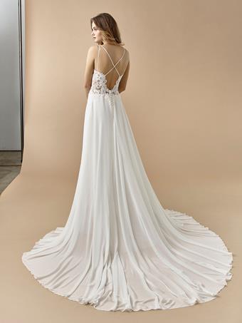 Beautiful by Enzoani Bonnie
