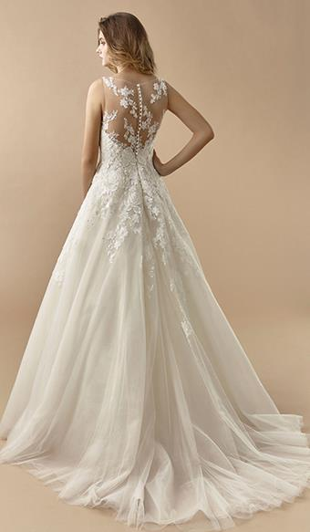 Beautiful by Enzoani Carrie