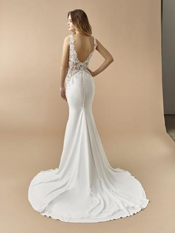 Beautiful by Enzoani Delilah