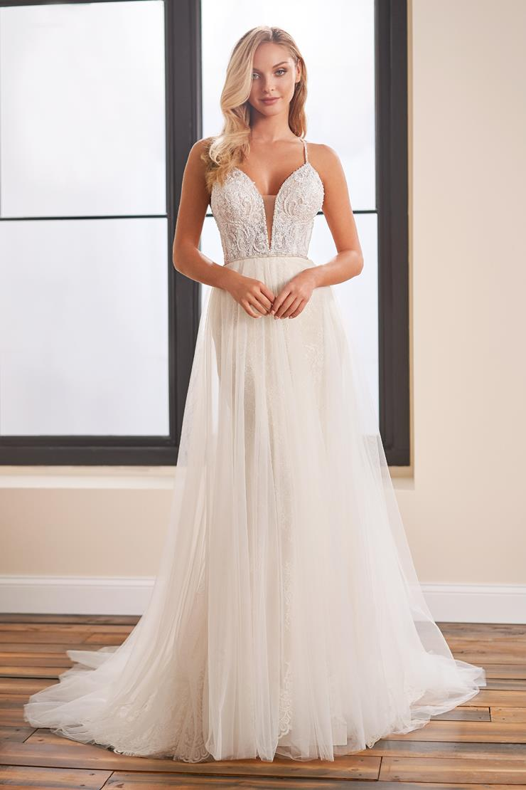 A-line wedding dress with flowing tulle skirt and lace bodice