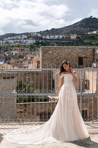 Ari Villoso Style #AV Heather