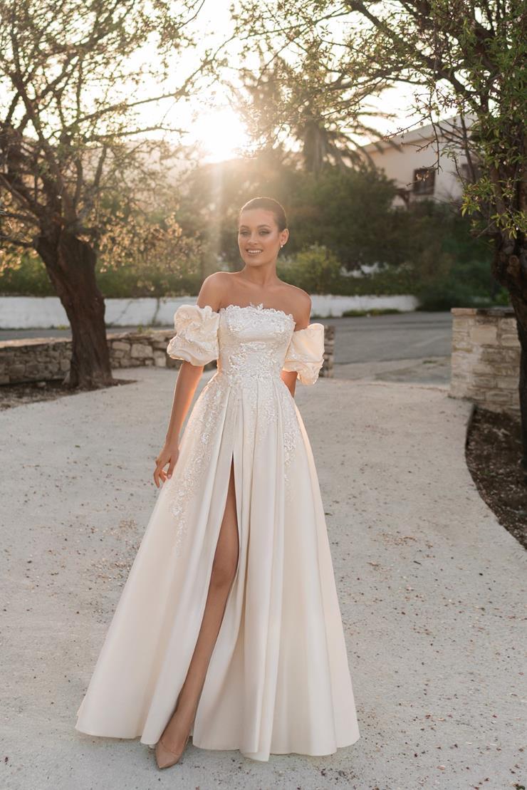 Ari Villoso Style #AV Megan