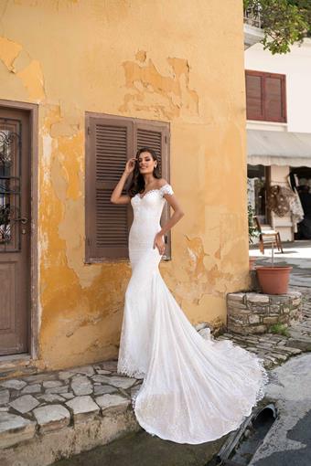 Ari Villoso Style #AV Renee