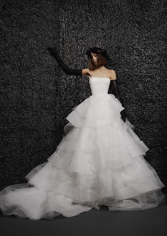 Vera Wang Bride Nolwenn