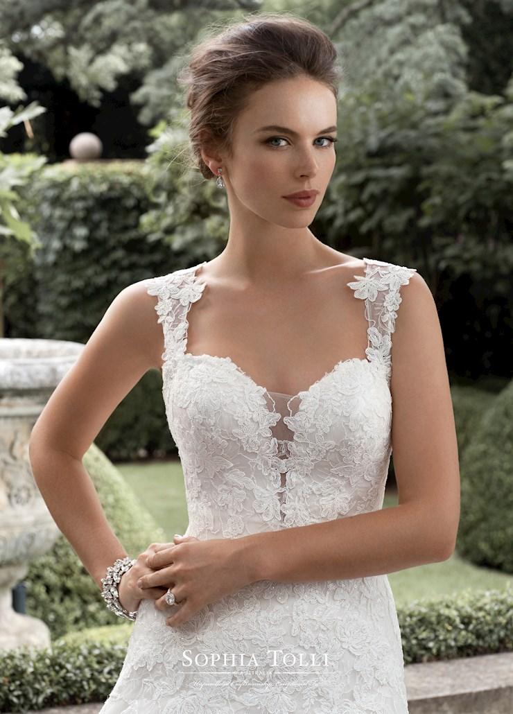 Sophia Tolli Y11715