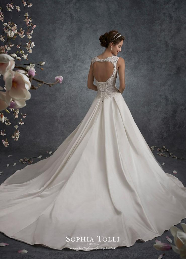 Sophia Tolli Y21756