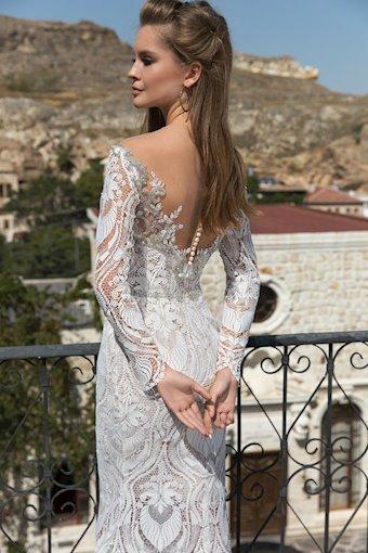 Eva Lendel Style Mona