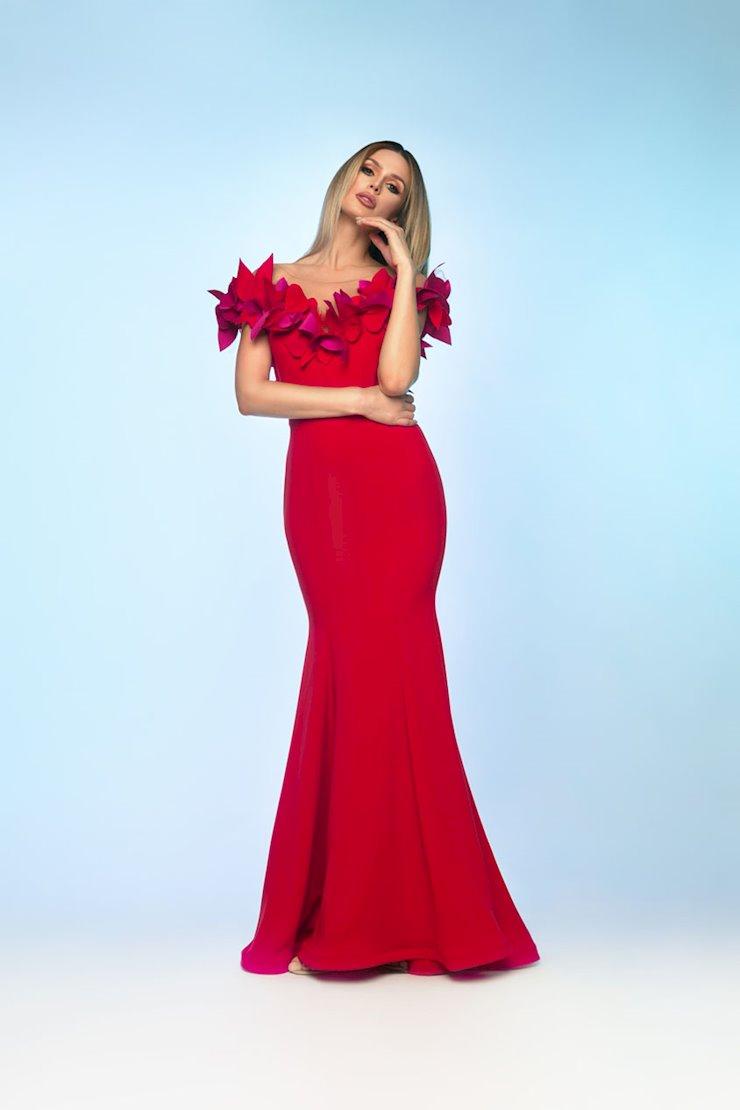 Nicole Bakti Style #621