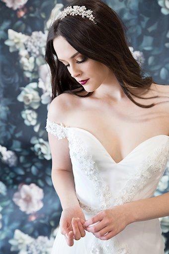Laine Berry Bridal 11821LB